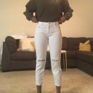 White cropped at the knee jeans